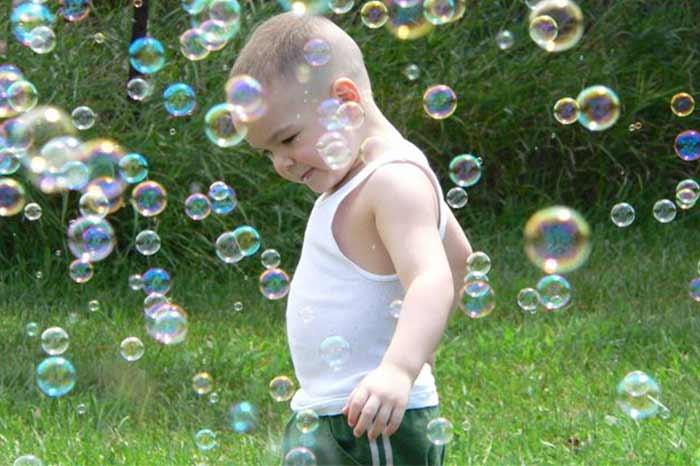 giocare-con-le-bolle-di-sapone